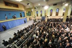 رهبر معظم انقلاب در دیدار هزاران نفر از معلمان سراسر کشور:باید عظمت و هیبت ملت ایران محفوظ بماند/ موافق مذاکره زیر شبحِ تهدید نیستم